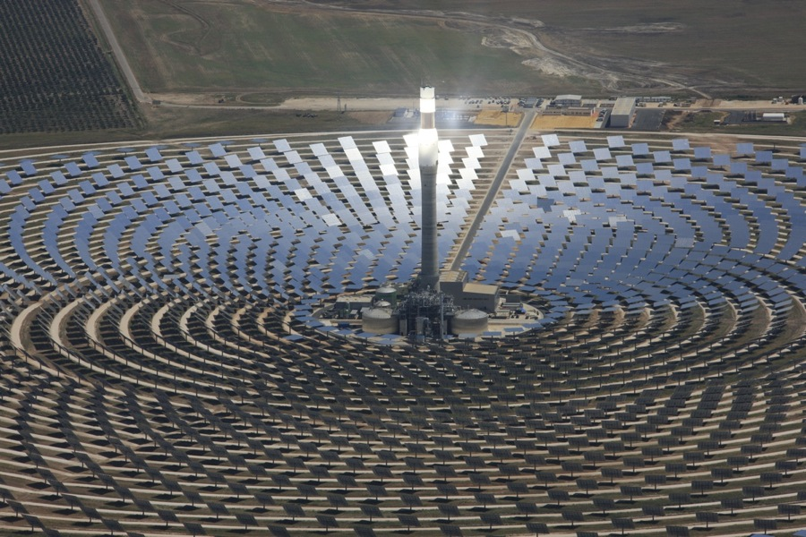 Concentrated solar thermal tower