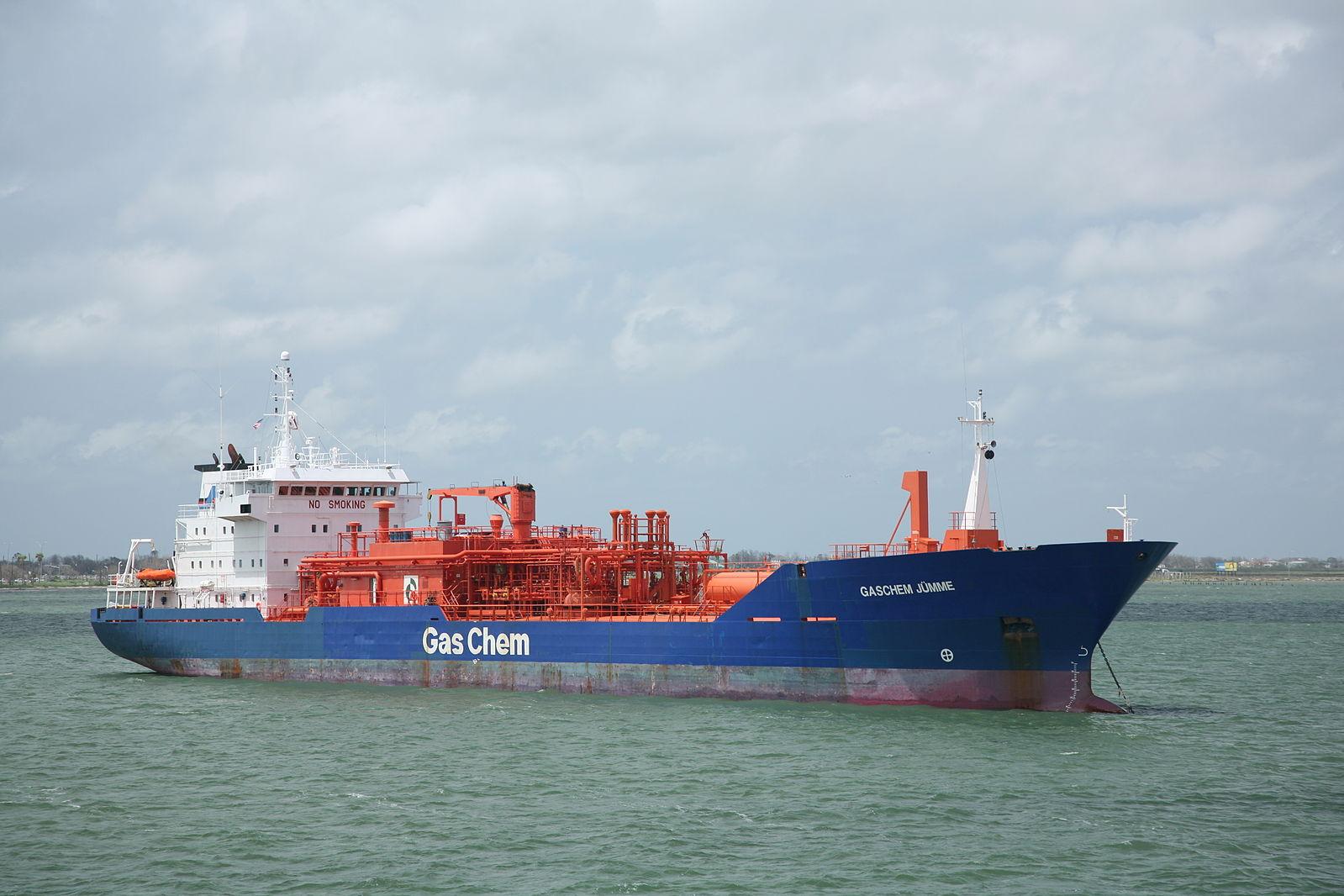 Image - Ship sailing in the sea