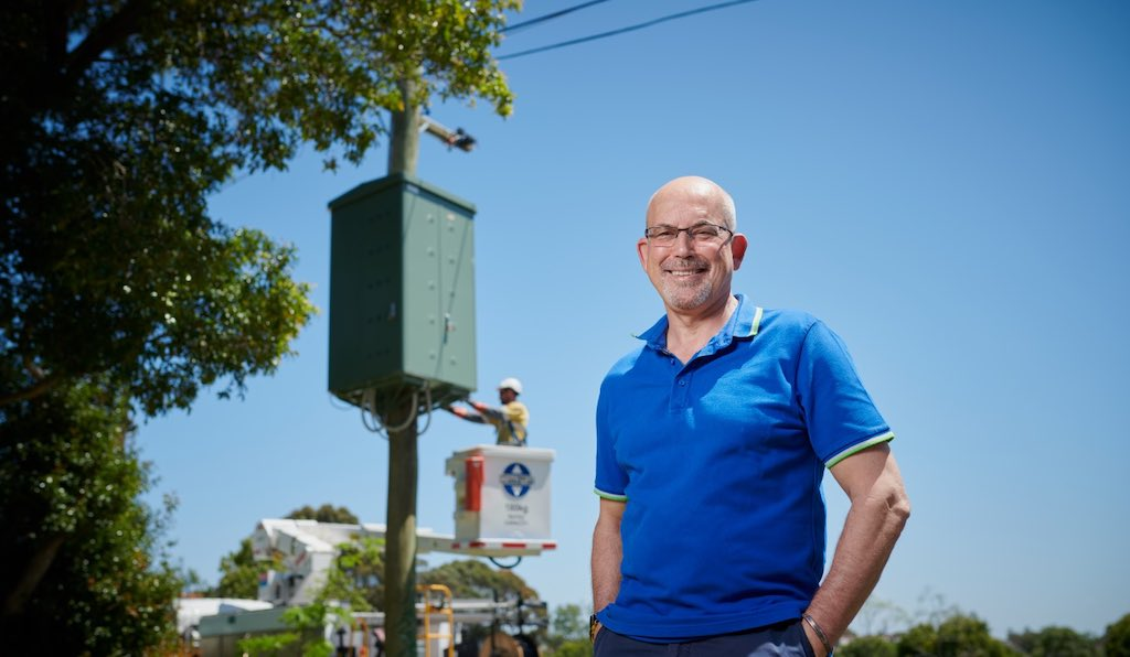 Batteries up power poles brings energy storage to the streets Image